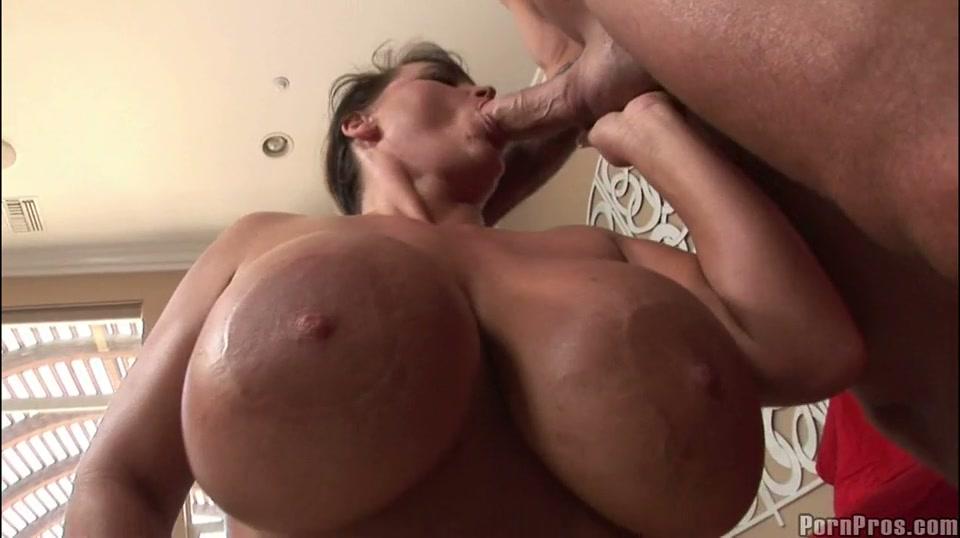 interieurverzorgster met big beautiful woman melkzwabbers zuigt lul van haar maat