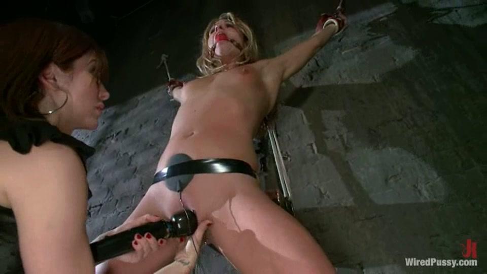 lesbisch BDSM electro play