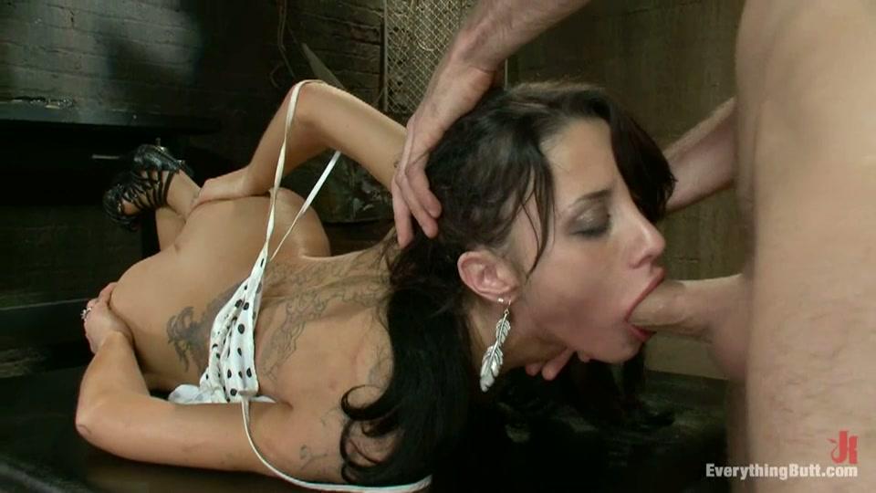 Extreem in haar keel genaaid