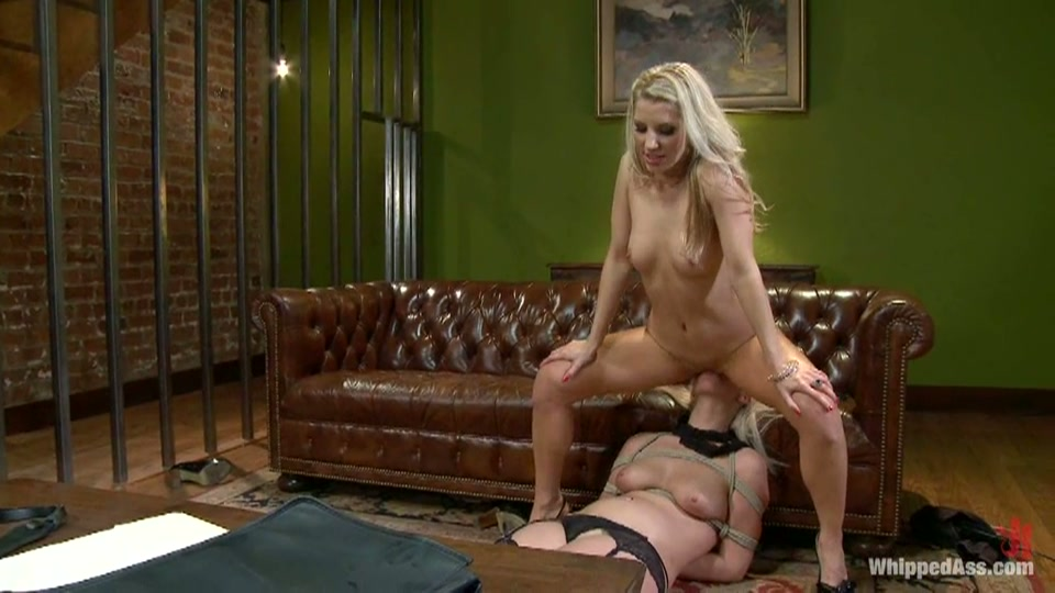 lesbiennen bazin heeft porno met haar secretaresse