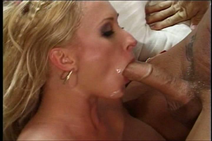 Haar vriendin krijgt een beurt van haar man