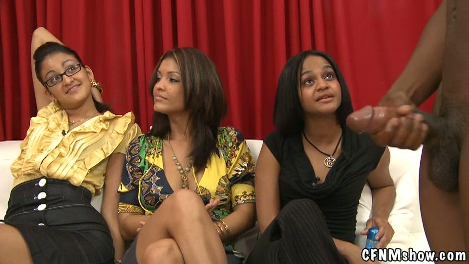 Gasten trekken zich af voor drie vrouwen