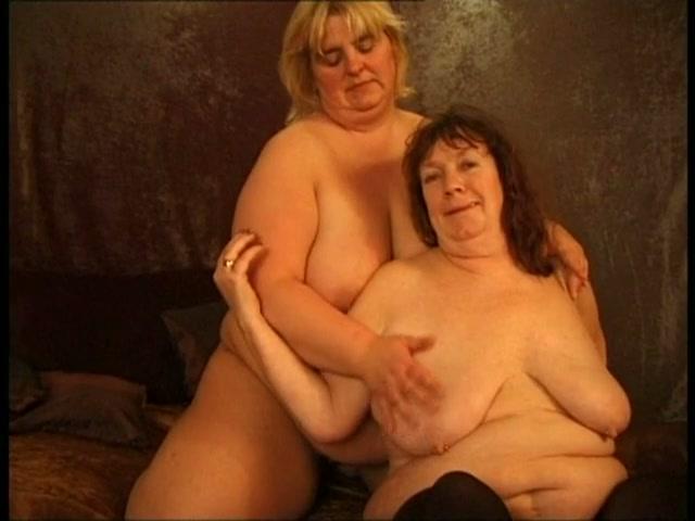 Dikke, oude lelijke lesbo's laten dildo's in hun mollige kut verdwijnen