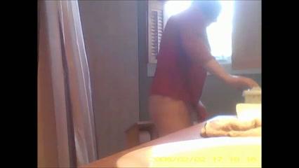 Pissende tante stiekem gefilmd