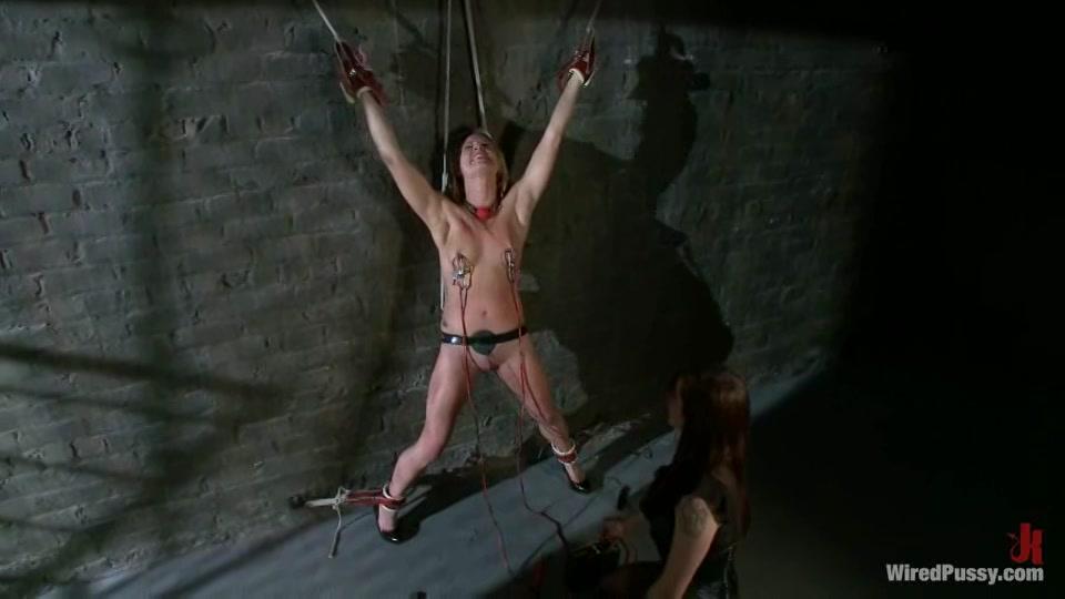 Lesbische BDSM electro play