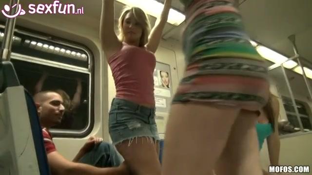bad-ass tiener sletjes in de metro