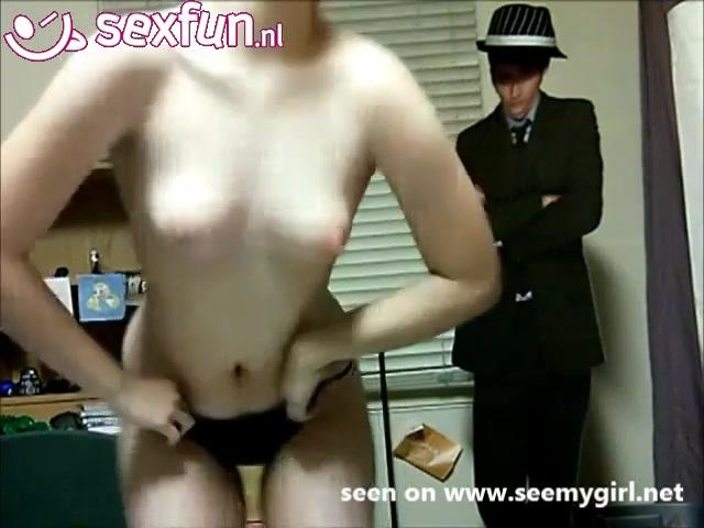 deerntje geeft een striptease voor de webcam