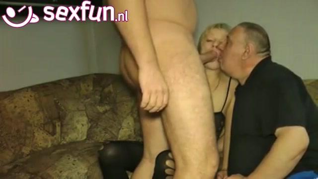 wulps stel in een trio porno met een biseks partner