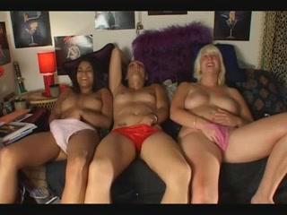 3 mooie meisje bevredigen op een rij