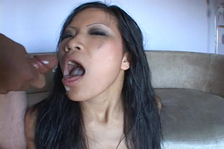 Spuit je kwakje in de smoel van dit Thaise hoertje