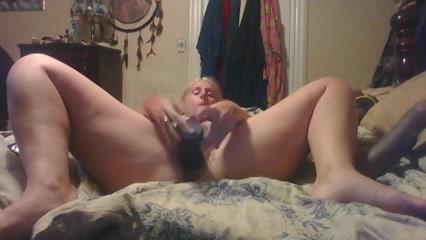 geile huisvrouw mastubeerd voor de webcam