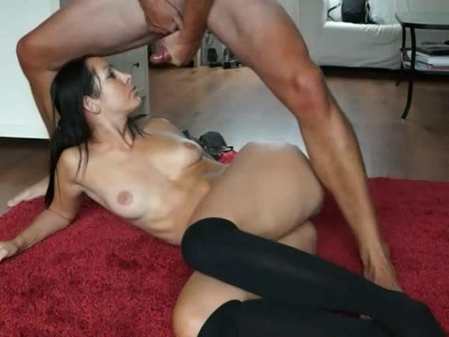 Dit hoerige stel maakt zelf een amateur porno filmpje