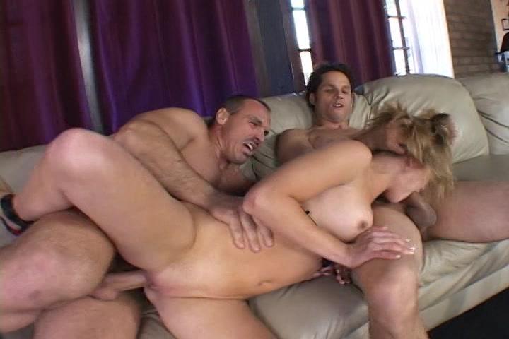 Ze spuiten haar anus en mond vol sperma