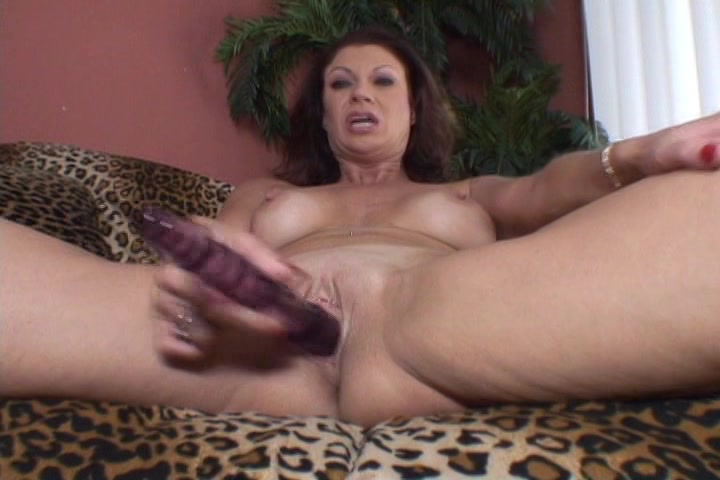 Deze huisvrouw vind het heet gefilmd te worden tijdens het mastuberen
