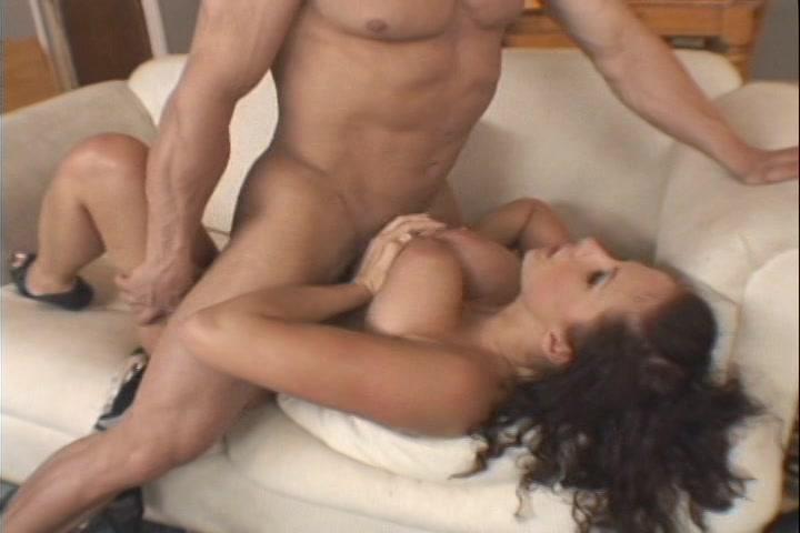 Ze laat de bbw plasser haar bolle borsten sexen