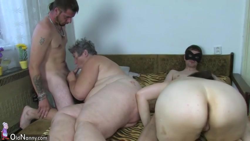 Een groep sex met een bisex oma een dikke meid en twee geile mannen