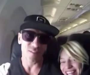 Geil stel geniet van blowjob in het vliegtuig