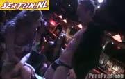 spannende dronken dames berijden de stripper
